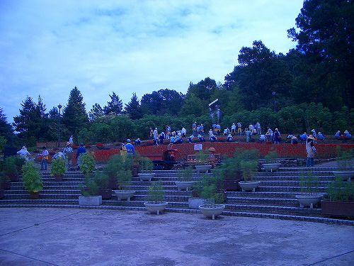 大花壇の植えかえ風景2008年9月8日