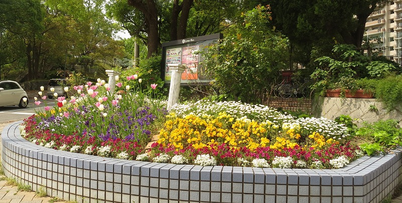 公開空地の花壇づくり