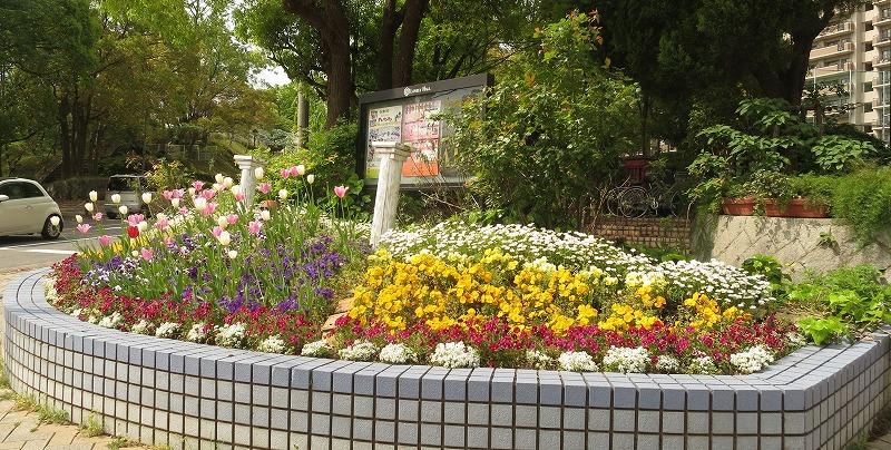 2014年春の交差点花壇
